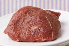 被射击的牛肉接近的鲜肉  免版税库存图片
