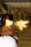 被射击的闪光枪枪口左轮手枪 免版税库存图片