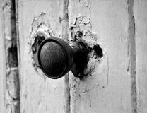 被射击的接近的门把手 免版税库存照片