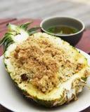 被射击的米用菠萝 免版税库存照片