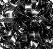 被展开的堆35mm电影filmstrip地毯葡萄酒黑色和丝毫 免版税库存照片