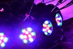 被带领的电灯泡问题星光芒 库存图片