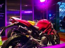被带领的装饰点燃摩托车陈列室Ecolighttech亚洲2014年 免版税库存照片