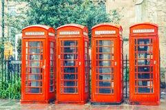 被应用的英国红色电话亭葡萄酒过滤器 库存图片