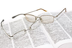 被开张的书玻璃 免版税图库摄影