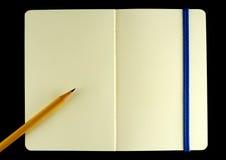 被开张的书经典moleskine附注 图库摄影