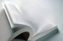 被开张的书 免版税库存照片