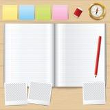 被开张的空白书 与铅笔的空白的书 指南针 免版税库存图片