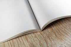 被开张的空白书 免版税库存图片