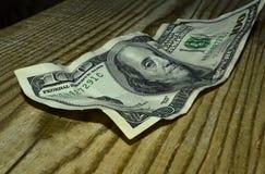 被弄皱的一百元钞票 库存照片