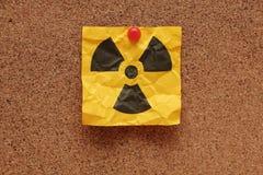 被弄皱的放射性标志 免版税库存图片