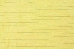 被弄皱的被排行的纸黄色 库存照片