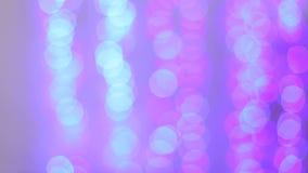 被弄脏的五颜六色的圣诞灯 Bokeh,背景 股票视频