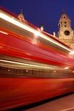 被弄脏的公共汽车伦敦红色 库存图片