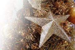 被弄脏的圣诞树,雪,圣诞节,背景 免版税库存图片