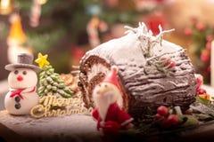 被弄脏的圣诞老人项目和雪人为庆祝圣诞节打过工 库存照片