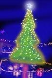 被弄脏的圣诞节照明设备晚上结构树 免版税库存图片