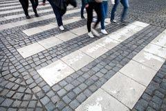 被弄脏的城市人群行动街道 库存照片