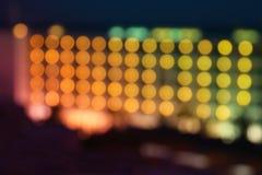 被弄脏的夜旅馆的抽象图象点燃背景 免版税库存照片