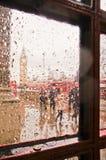 被弄脏的大本钟在雨天 库存图片