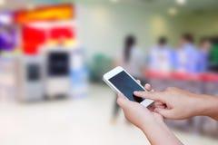 被弄脏的照片和智能手机在商城背景 免版税库存图片