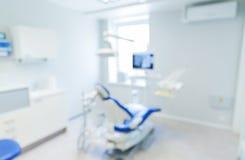被弄脏的现代牙齿诊所办公室内部bokeh 免版税库存照片