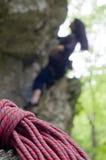 被弄脏的登山人红色绳索 免版税图库摄影