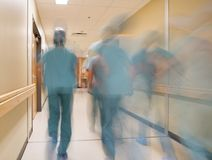 被弄脏的行动医生和护士 免版税图库摄影