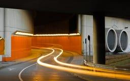 被弄脏的车灯从隧道出来 免版税图库摄影