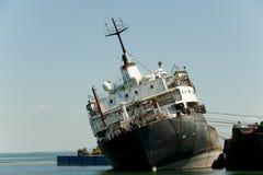 被弄翻的船- Beauharnois -加拿大 图库摄影