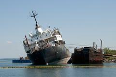 被弄翻的船- Beauharnois -加拿大 免版税图库摄影