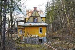 被忽略的别墅在扎科帕内,波兰 免版税库存照片