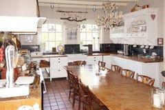 被恢复的古板的厨房 免版税库存图片