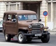 被恢复的吉普在哈瓦那古巴 免版税库存图片
