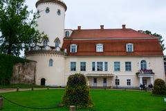 被恢复的新的城堡在Cesis 免版税图库摄影