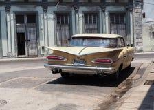 被恢复的汽车在哈瓦那古巴 免版税库存照片