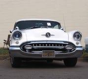被恢复的白色Oldsmobile 免版税库存照片