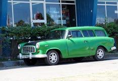 被恢复的美国汽车在古巴 免版税库存照片
