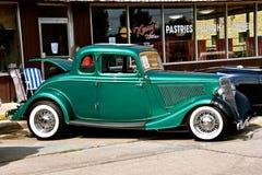 被恢复的1934五个窗口福特小轿车 库存图片