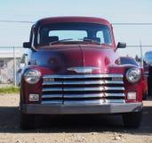 被恢复的经典红色薛佛列卡车 库存照片