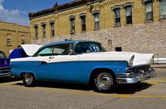 被恢复的1955年福特 免版税库存照片