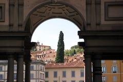 被成拱形的佛罗伦萨网关意大利 图库摄影