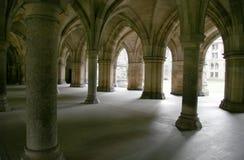 被成拱形的修道院 库存照片