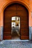 被成拱形的入口 库存图片