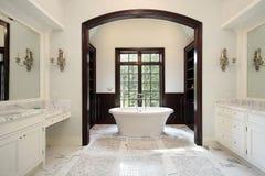 被成拱形的区浴重要资料木盆 图库摄影