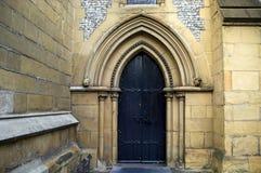 被成拱形的大教堂门道入口中世纪southwark 免版税图库摄影