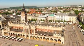 被成拱形的宫殿在市克拉科夫,空中 图库摄影