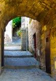 被成拱形的巷道法国 免版税库存照片
