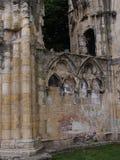 被成拱形的废墟 库存照片