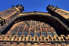 被成拱形的教会视窗 免版税库存照片